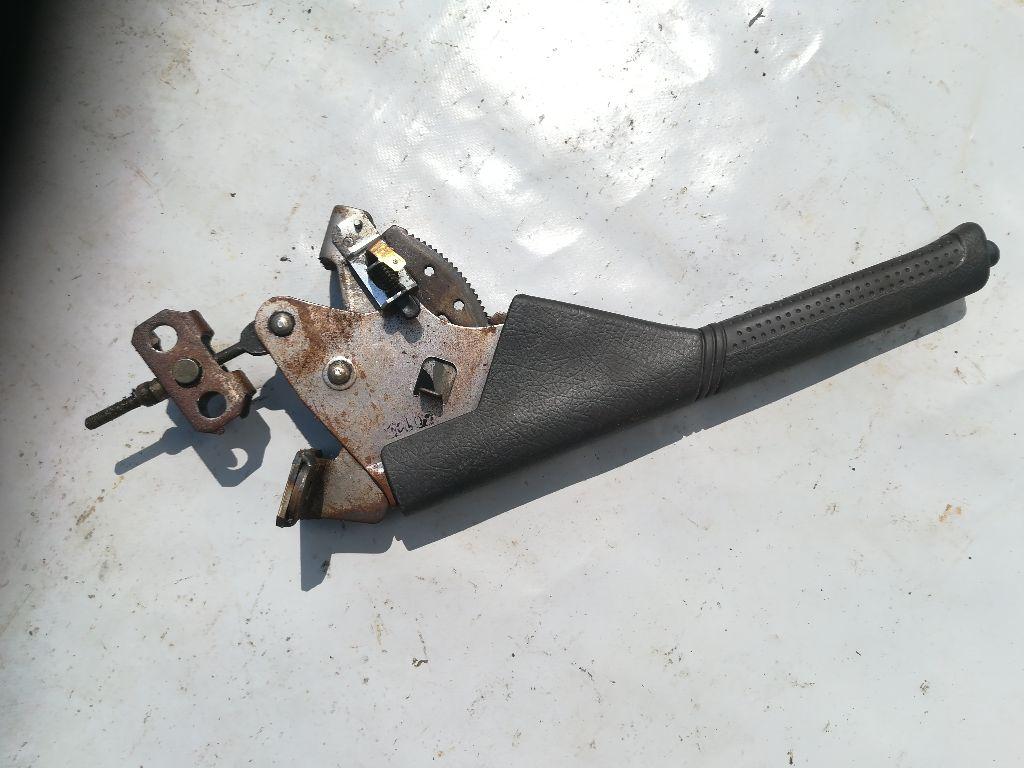 Рычаг ручного тормоза (ручник)