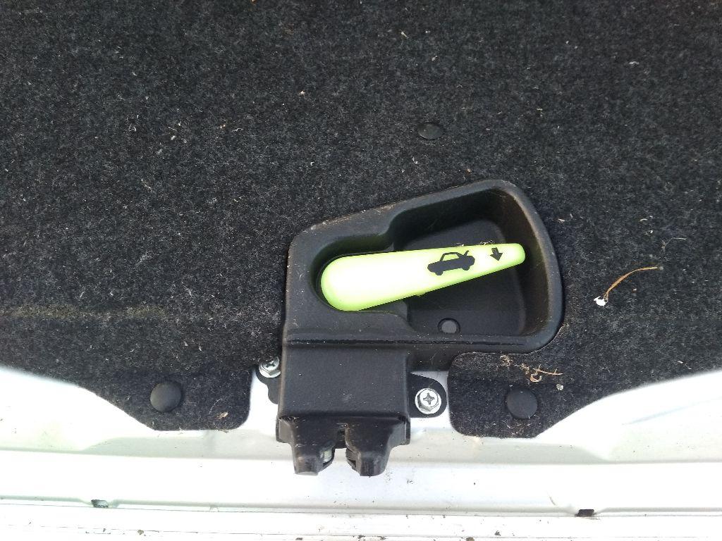 Замок крышки багажника Suzuki SX4 1